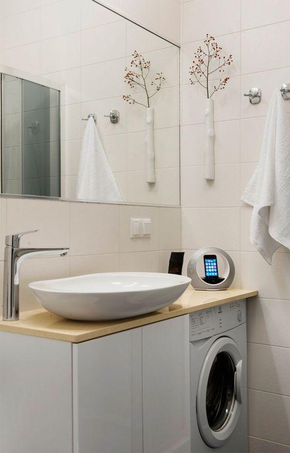 masina de spalat langa chiuveta in baie